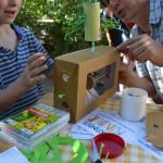 Vater und Sohn erfinden einen Spielomaten